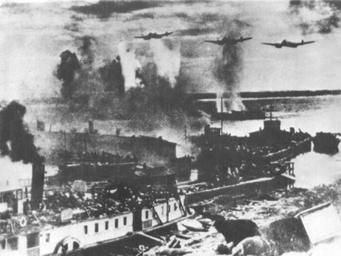 Волга в огне бомбёжка у берега