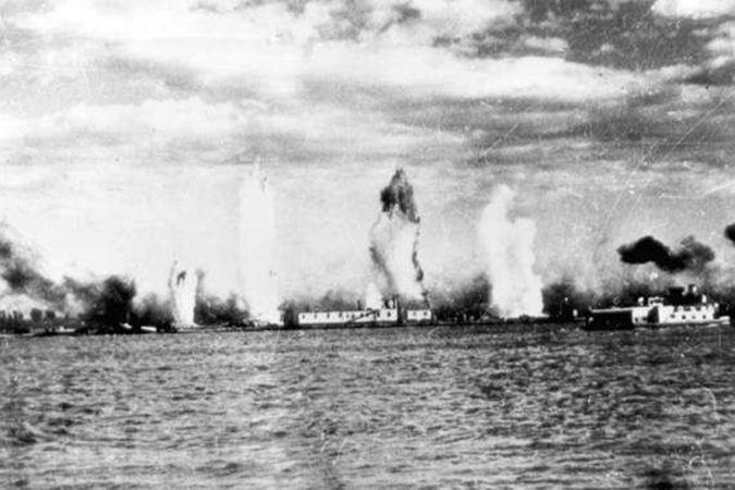 Волга в огне бомбёжка на реке